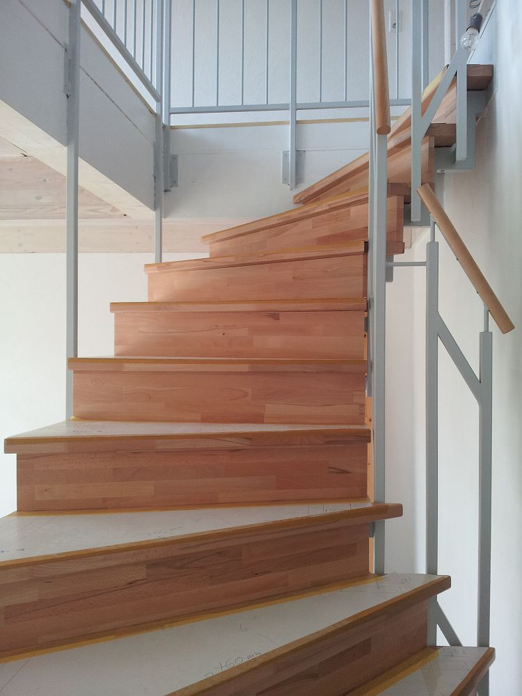 123 Treppe m.geschl. stufen