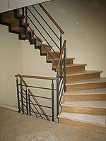 124 Treppe zweiholm mit geschl. stufen
