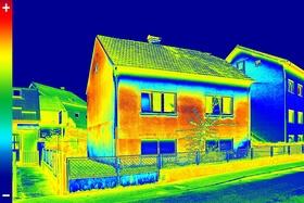 Altbauten verschleudern viel Energie durch Wärmeverluste des Mauerwerks